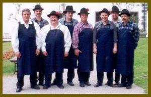 Fantje iz folklorne skupine Grof Blagaj leta 2001